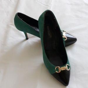 White House Black Market green /Black pump. 6.5